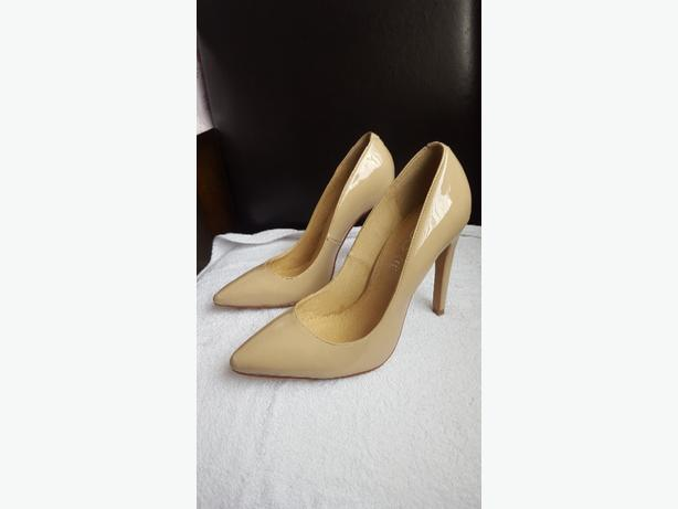 Casual Court Shoes