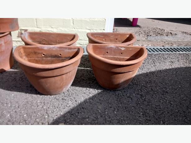 Wall hung garden pots