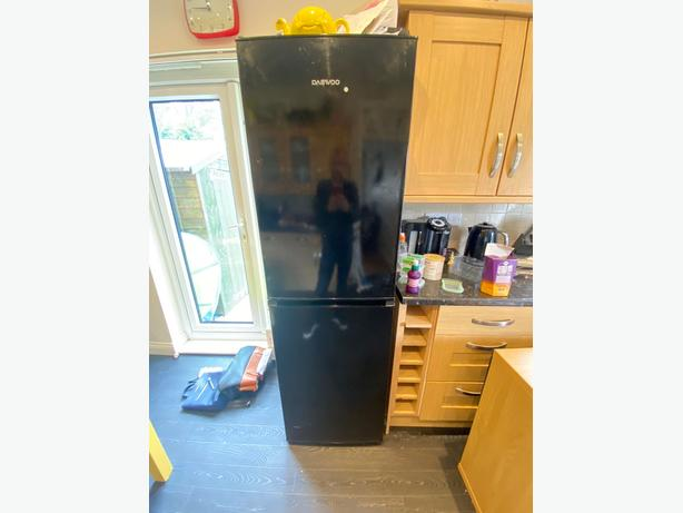 black tall+large daewoo frost free fridge freezer+good working order+DELIVERY