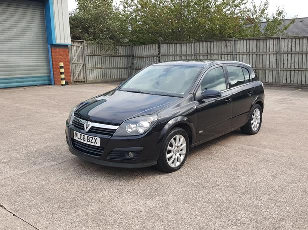 Automatic Astra 1.8 5dr, 2006 model, long mot low mileage, drives great