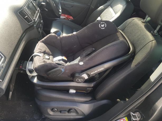 CAR SEAT + ISOFIX BASE MAXI COSI