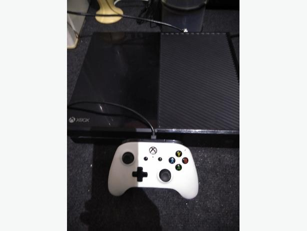 xbox one 500 gb with 6 games and one controller