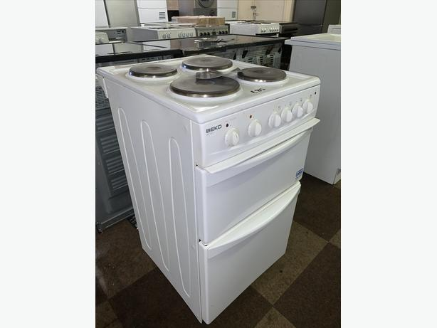 PLANET APPLIANCE - 50CM WHITE BEKO ELECTRIC COOKER WITH WARRANT