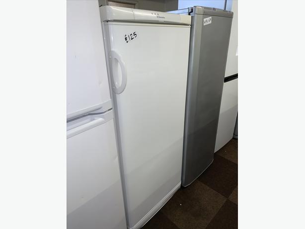 PLANET APPLIANCE - ELECTROLUX TALL FRIDGE WARRANTY INCL