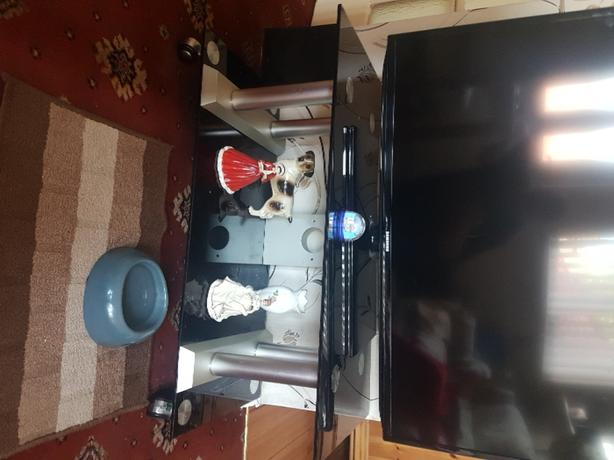 FREE: Glass tv stand