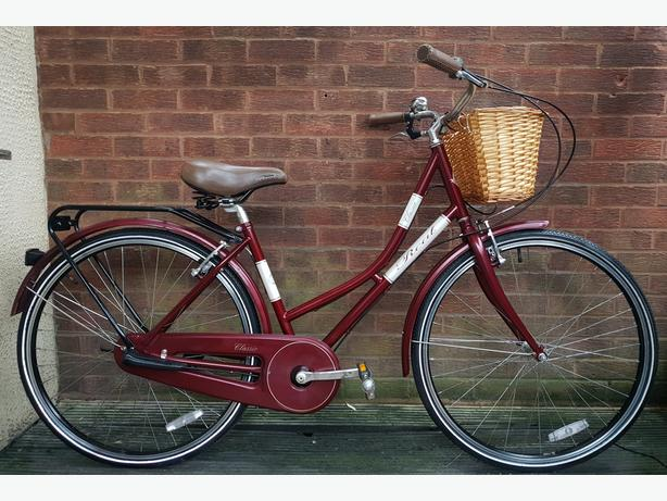 Classic real ladies dutch style bike with  basket,700c wheels,3 speed
