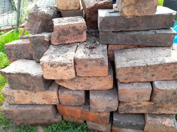 FREE: Reclaimed Bricks