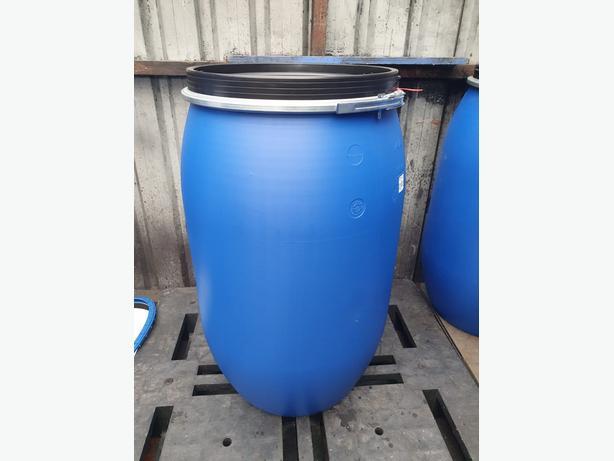 220Litre Barrels with screw on lid on pallet