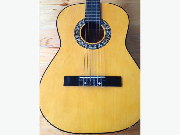 Undersized guitar