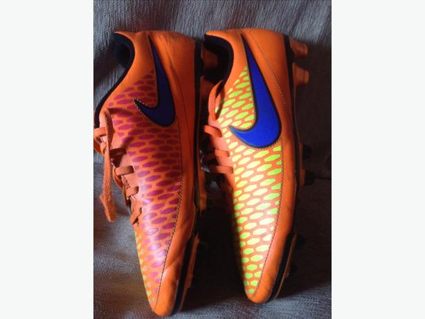 Nike Magista Football Boots size 8.5 ~ GUC