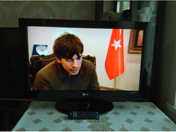 32 INCH LG  LCD TV HD  MODEL 32LG7000