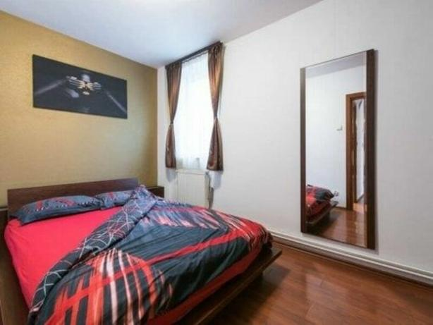A lovely single bedroom flat located in Central Manchester .