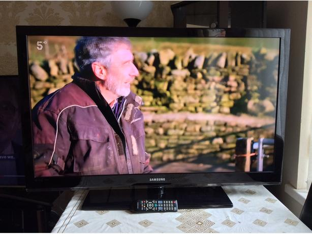 40 INCH SAMSUNG TV MODEL LE37C530F1W