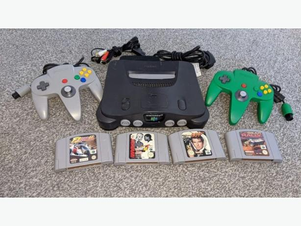 Nintendo 64 console with 4 games. 2 controllers