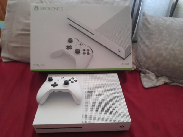 FOR TRADE: xbox one s 1tb
