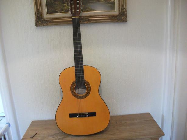 herald classical guitar