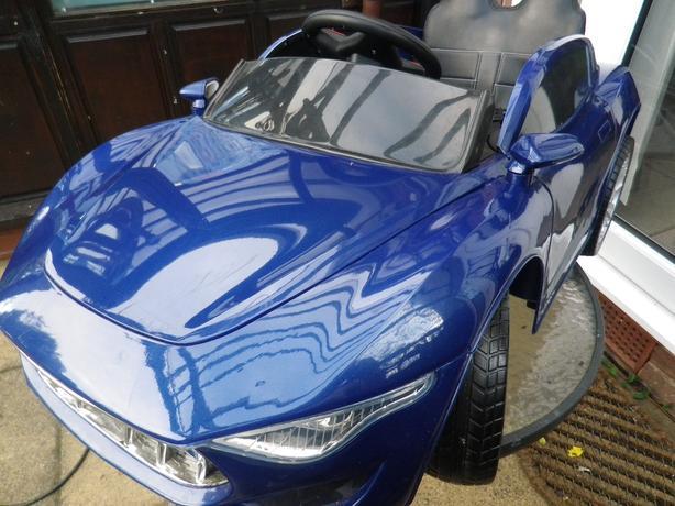 ELECTRIC CHILDREN'S RIDE IN CAR  -  BLUE