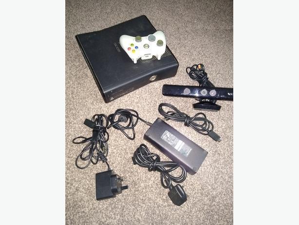Xbox 360 slim with Kinect no Hard Drive