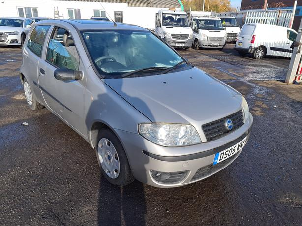 FIAT PUNTO 8V ACTIVE 1.2 PETROL 5 SPEED MANUAL MOT'D LOW MILEAGE