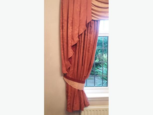 1Pair Swags & Tail Curtains