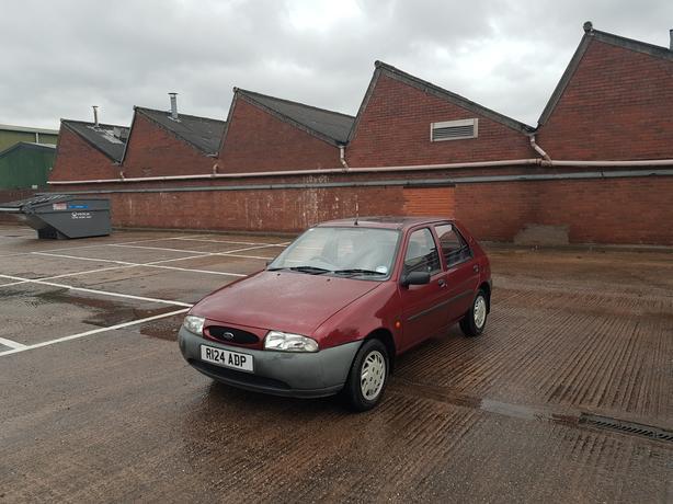 Automatic Fiesta 1.2, 5 door, low mileage, long mot, drives excellent