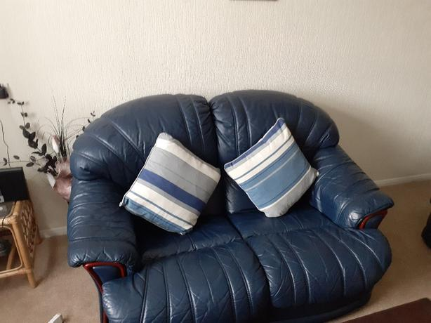 2 x 2 seater leather settee's