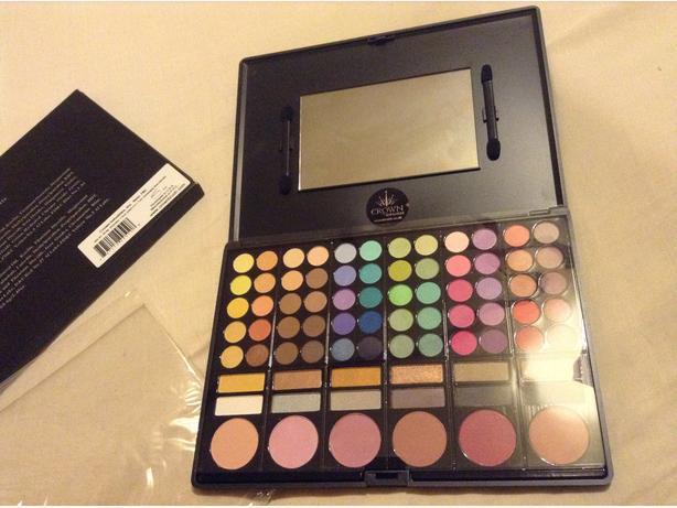 Make Up Set ~ Eye Shadows & Blushers BRAND NEW