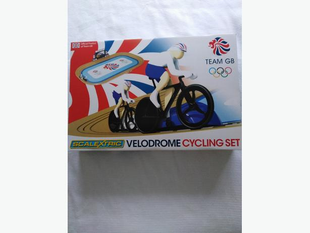 Scalextric Valodrome cycling racing set