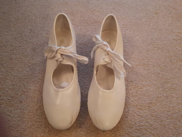 White Ladies Tap Shoes Size 6