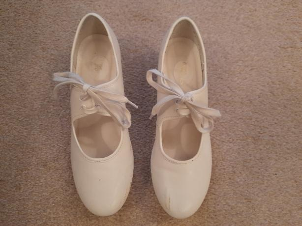 Ladies Tap Shoes - White, Size 5