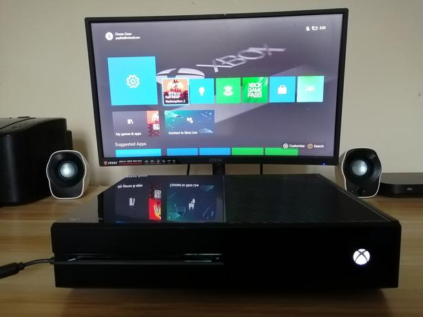 Xbox ONE 500gb fully refurbished with games