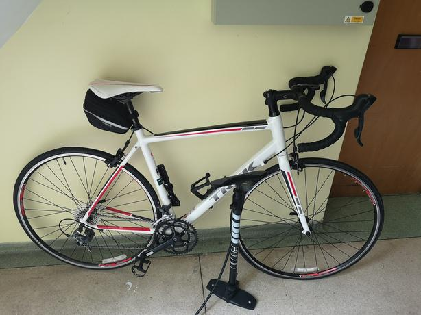 Trek Series 1.1 road bike + Garmin + accessories (like new) £600 OVNO