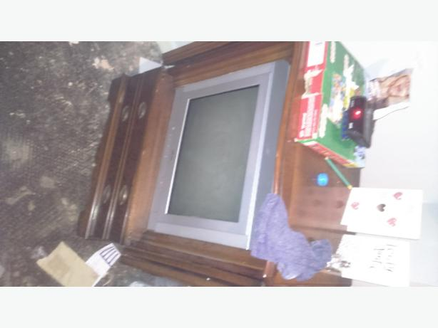 Arfedale TV freeview box and TV cabinet