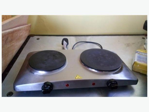 Cooking hob, with two hotplates