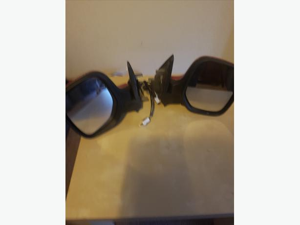 pair of electric wing mirrors off citroen berlingo 56 reg