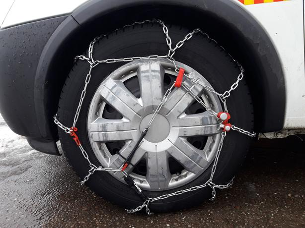 Snows Chains.  (set of 2). Reference: Thule CB-12 070