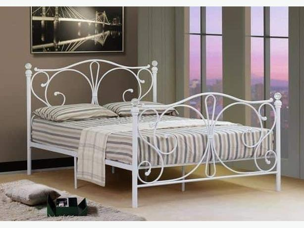 White double metal bed