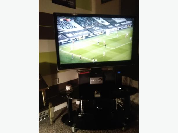 """42"""" toshiba tv plus swivel  stand  can b delivered"""