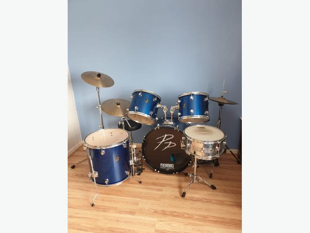 drum kit with pearl drum throne