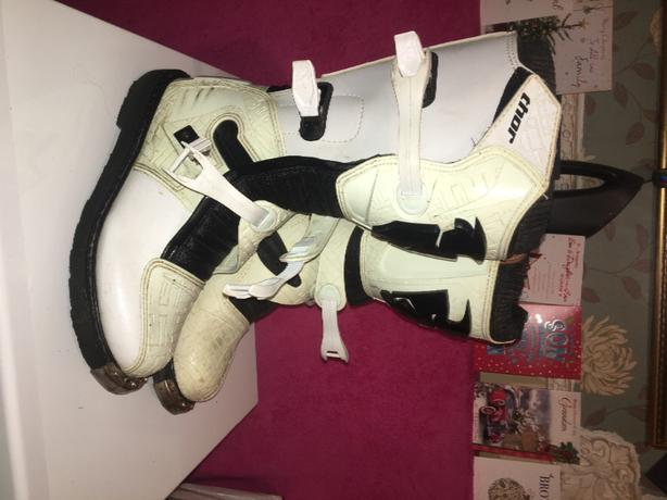moto cross boots and knee pads