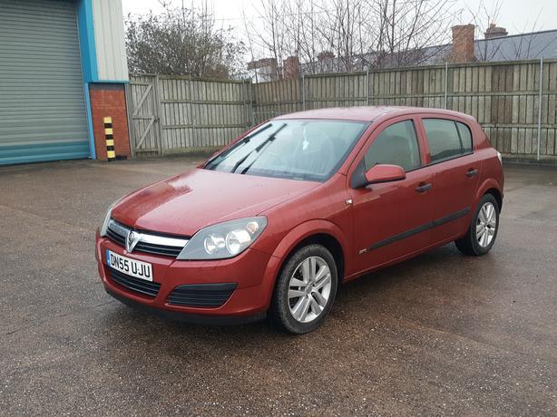 Automatic Vauxhall Astra 1.8 5dr, 55 reg, long mot, drives great