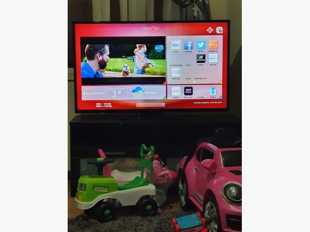48inch Hitachi led full HD smart TV