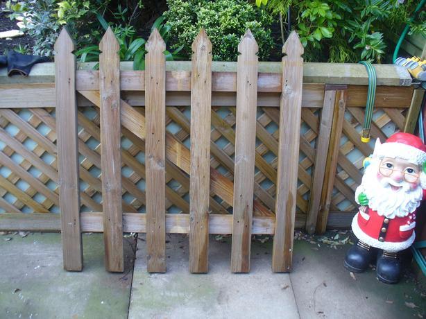 NEW WOODEN PICKET GATE