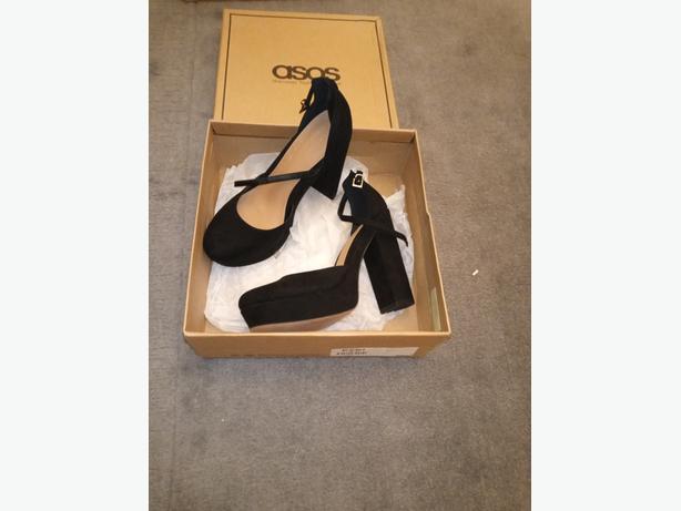 3 x prs Ladies Shoes. Size 6.