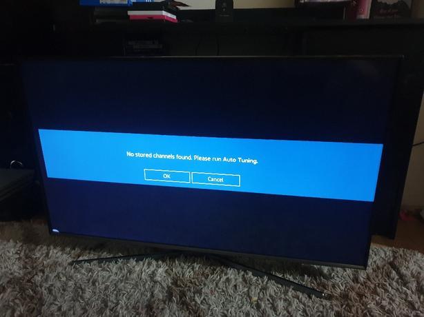 Samsung 43 led UHT smart TV please read
