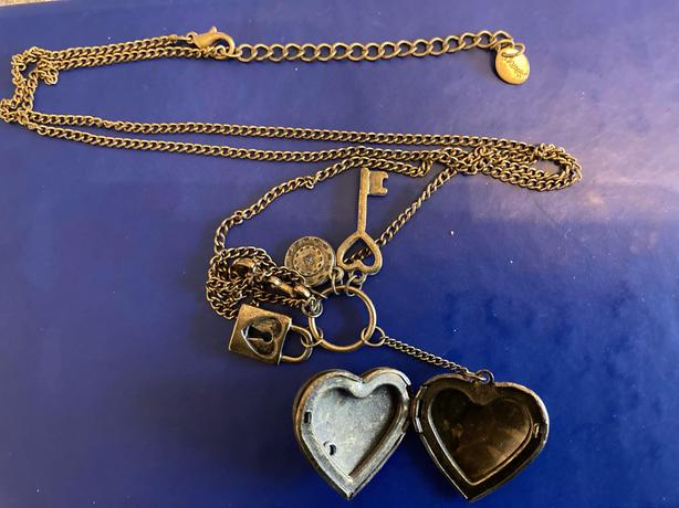 Heart and keys opening necklace