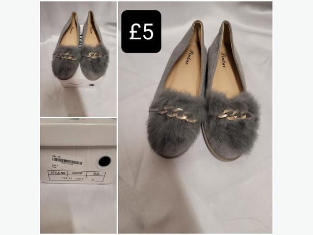 Grey Fluffy Shoes - Size 4