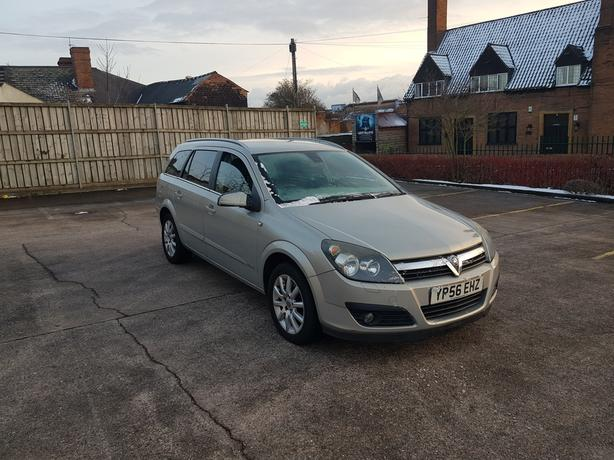 Automatic Astra estate, long mot, cambelt changed, good drive, very spacous