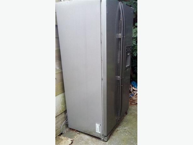 FREE: 2 x fridge/freezers, not working, need disposing.