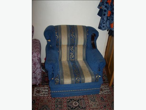 FREE: Sofa. Cream and blue design